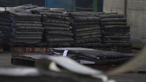 Het recycling van rubber in de chemische industrie stock footage
