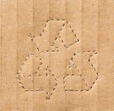Het recycling van symbool op het karton Stock Foto's