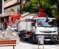 Het recycling van vrachtwagen die bakken opnemen Stock Foto