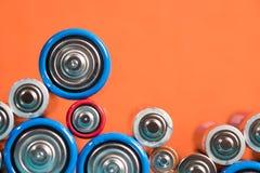 Het recyclingsconcept van de ecologie Vele verschillende gebruikte types of nieuwe batterij Royalty-vrije Stock Foto