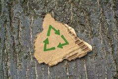 Het recyclingssymbool van het karton royalty-vrije stock afbeelding