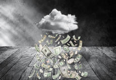 Het Regenende Geld van de geldwolk stock foto