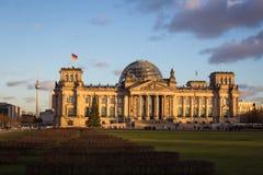 Het Reichstag-gebouw bij zonsondergang Royalty-vrije Stock Fotografie