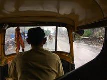 Het reizen in autoriksha in moesson naar dombivalimaharashtra INDIA royalty-vrije stock afbeeldingen
