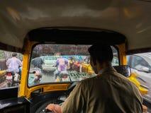 Het reizen in autoriksha in moesson naar maharashtra van Netivali Bailbazar Kalyan royalty-vrije stock afbeeldingen