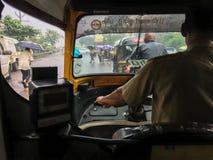 Het reizen in autoriksha in moesson naar maharashtra van Netivali Bailbazar Kalyan royalty-vrije stock afbeelding
