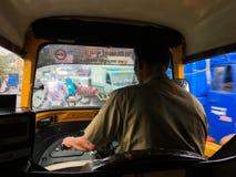 Het reizen in autoriksha in moesson naar maharashtra van Netivali Bailbazar Kalyan stock fotografie