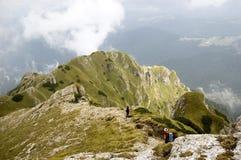 Het reizen in de bergen Stock Foto's