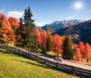 Het reizen in Dolomietalpen door ca Stock Afbeeldingen