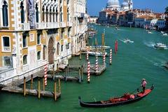 Het reizen op de kanalen van Venise Italië Stock Foto's