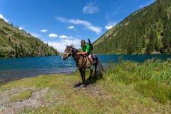 Het reizen op horseback Stock Foto's