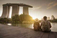 Het reizen in Singapore met oriëntatiepuntmening stock afbeelding