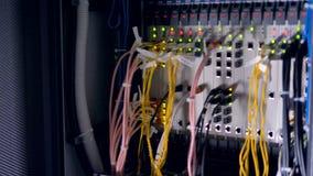 Het rek van computerservers in een Gegevenscentrum 4K stock video