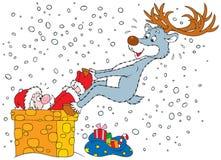 Het rendier trekt Kerstman terug werd geplakt in de schoorsteen Royalty-vrije Stock Foto's