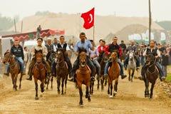 Het Rennen van de Paarden van slijmbeurs Rahvan Stock Afbeeldingen