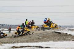 Het rennen van sneeuwscooters Stock Foto's