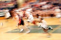 Het rennen voor de mand (motieonduidelijk beeld) Stock Afbeeldingen