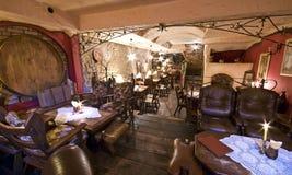 Het restaurant van de kelderverdieping Stock Foto