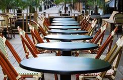 Het restaurant van de stoep vroeg in de ochtend Stock Afbeelding
