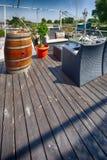 Het restaurant van de zomeroutdor op de rivierbank Royalty-vrije Stock Afbeeldingen