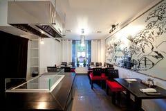 Het restaurant van sushi met beeld op muur Royalty-vrije Stock Fotografie