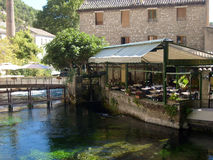 Het restaurant wordt overheerst door sereniteit in Italië royalty-vrije stock afbeeldingen