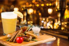Het Restaurantbier van het voedsellapje vlees stock afbeeldingen
