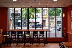 Het restaurantbinnenland van het metro snelle voedsel stock afbeelding