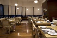 Het restaurantbinnenland van het ontbijtbuffet stock afbeeldingen