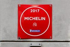Het restaurantembleem van Michelin van de slabgourmand op een muur stock afbeeldingen