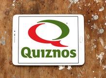 Het restaurantembleem van het Quiznos snelle voedsel stock fotografie