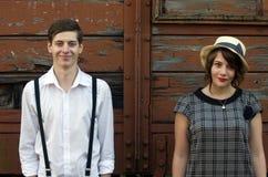 Het Retro jonge uitstekende grappige het gezicht van het liefdepaar industriële plaatsen Royalty-vrije Stock Afbeeldingen