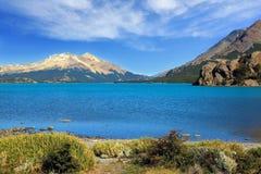 Het reusachtige blauwe meer Royalty-vrije Stock Afbeeldingen