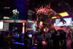 Het reusachtige monster bij evolueert cabine bij E3 2014 stock afbeelding