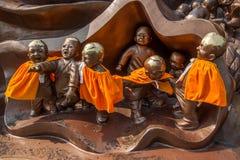 Het Reuzeboedha Toneelgebied & x22 van Wuxilingshan; 100 kinderen spelen Maitreya& x22; groot bronsbeeldhouwwerk Stock Afbeelding