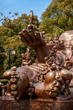 Het Reuzeboedha Toneelgebied & x22 van Wuxilingshan; 100 kinderen spelen Maitreya& x22; groot bronsbeeldhouwwerk Stock Foto