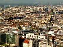 Het Reuzenrad van Boedapest en dakensatellietbeeld royalty-vrije stock afbeeldingen