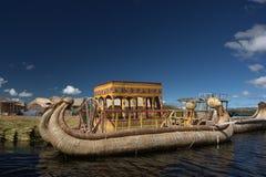 Het rietboot van Totora Stock Afbeeldingen