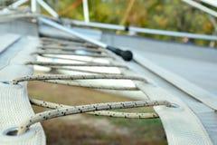 Het rijgen van draadkabels Stock Foto's