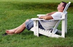 Het rijpe mens ontspannen Stock Foto's