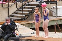 Het rillen de Polaire Onderdompeling van Virginia van Meisjes stock fotografie