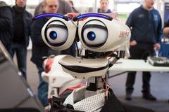Het robotachtige hoofd bij Robot en de Makers tonen Stock Foto