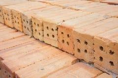 Het rode baksteengebouw is belangrijk in de bouw van muren Stock Foto