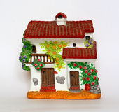 Het rode betegelde huis van het aardewerk Stock Fotografie
