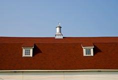 Het rode Dak van de Schuur Gambrel Stock Afbeeldingen