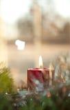 Het rode de kaars van Kerstmis branden Stock Foto's