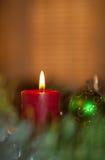 Het rode de kaars van Kerstmis branden Stock Fotografie