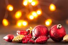Het rode en gouden licht van de Kerstmisdecoratie Stock Foto