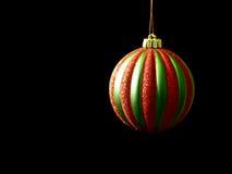 Het rode en Groene ornament van Kerstmis op zwarte Stock Afbeeldingen