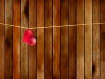 Het rode hart hangen op oud hout. + EPS8 Stock Foto's